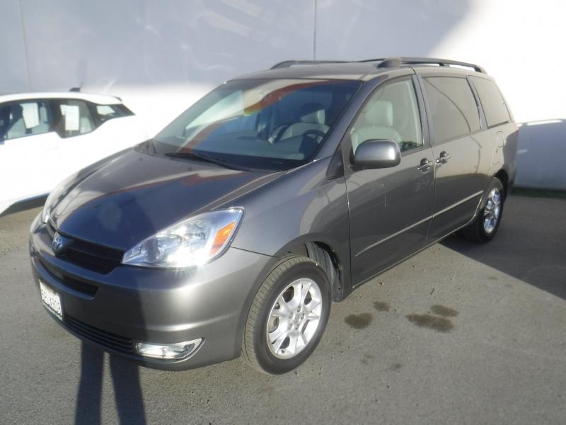 Toyota Sienna 2005 price $7,999