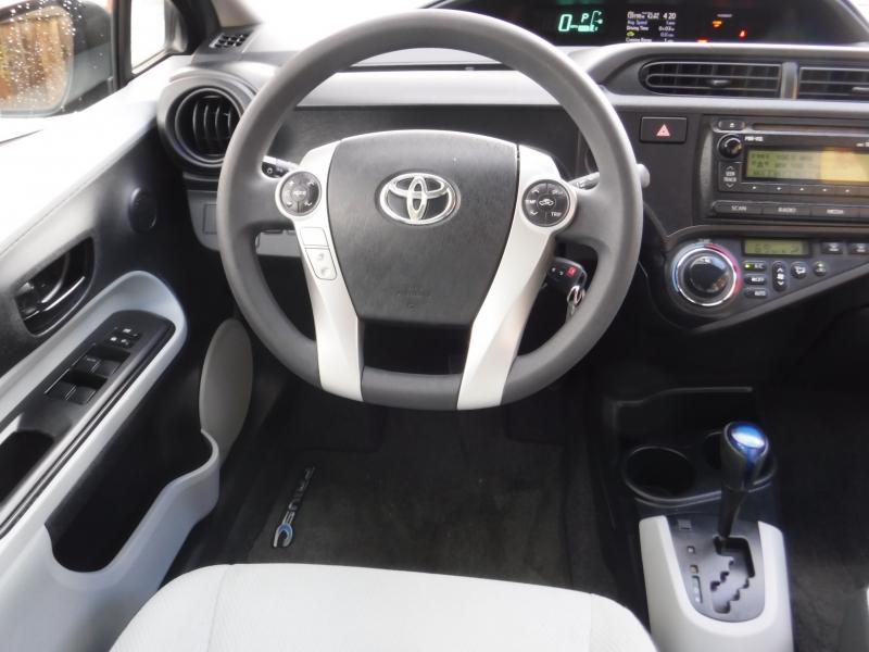 Toyota Pruis 2012 price $8,000
