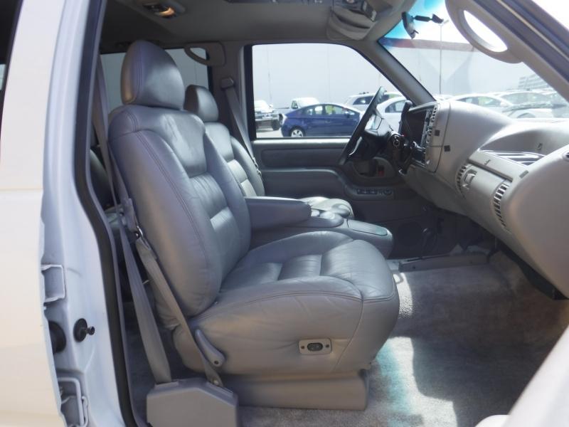 GMC Surburban 1995 price $11,500