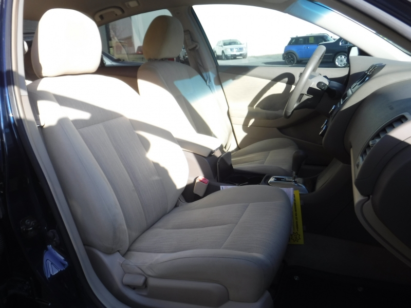 Nissan Altima 2010 price $8,800
