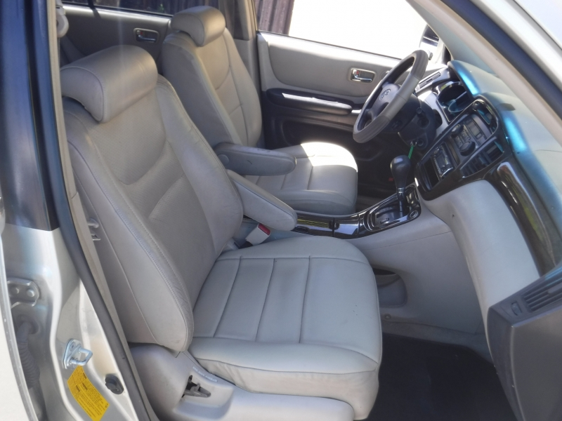 Toyota Highlander 2002 price $4,500