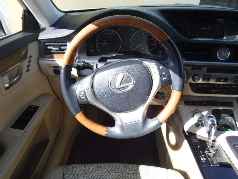 Lexus ES300H 2013 price $11,800