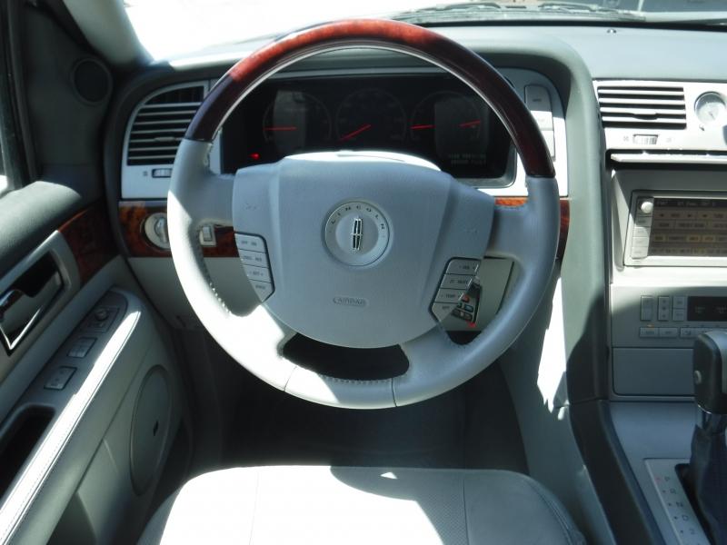 Lincoln Navigator 2004 price $6,500