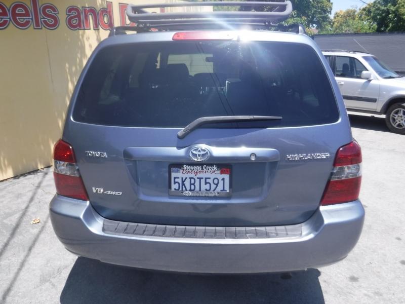 Toyota Highlander 2004 price $8,450