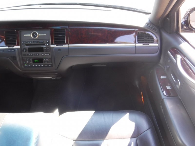 Lincoln Town car 2011 price $18,000