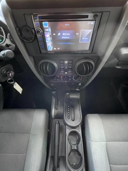 Jeep Wrangler Unlimited Sahara. 4WD 2007 price $16,995