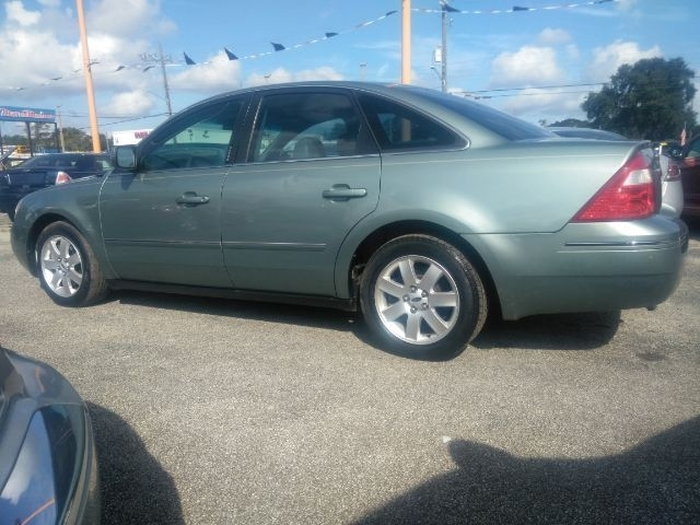 Ford Five Hundred 2005 price $1,999