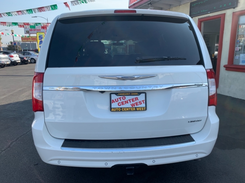 Chrysler Town & Country 2012 price $11,495