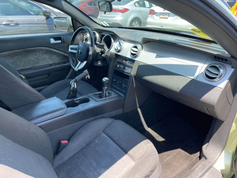 Ford Mustang 2005 price $8,495