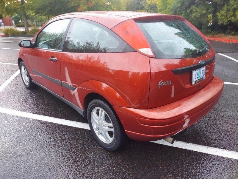 Ford Focus 2001 price $2,995