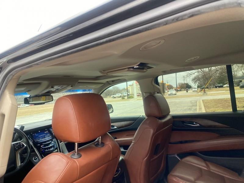 Cadillac Escalade ESV 2015 price $30,800