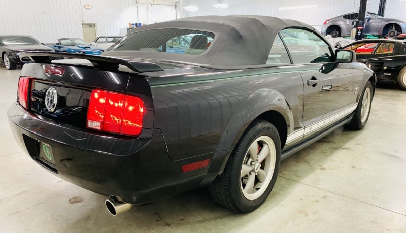 FORD MUSTANG 2006 price $10,700