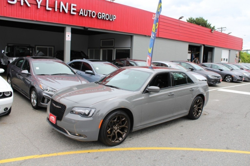 Chrysler 300 2019 price $33,889