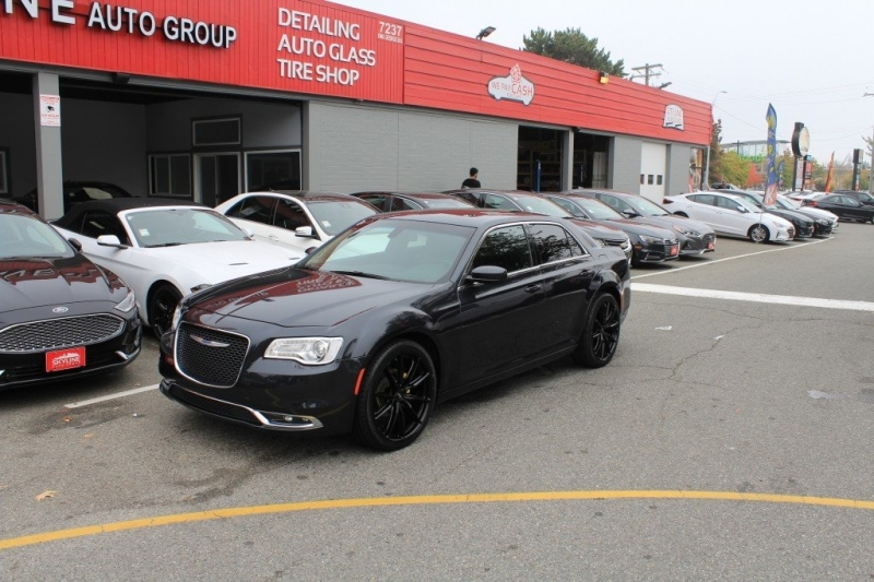 Chrysler 300 2017 price $23,889