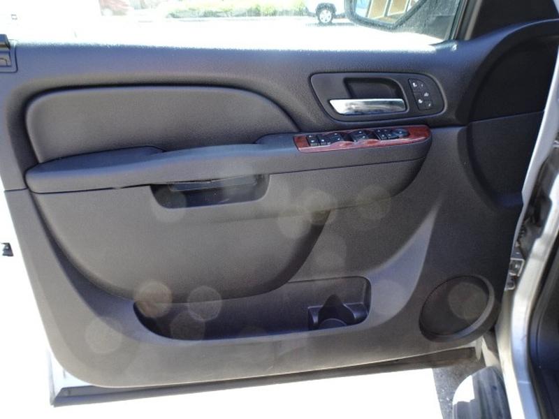 Chevrolet Suburban 2012 price $15,995