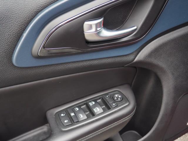 Chrysler 200 2015 price $11,995