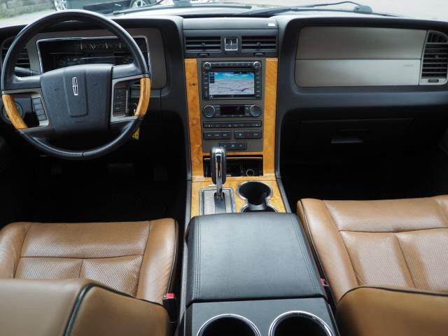 Lincoln Navigator 2011 price $15,995