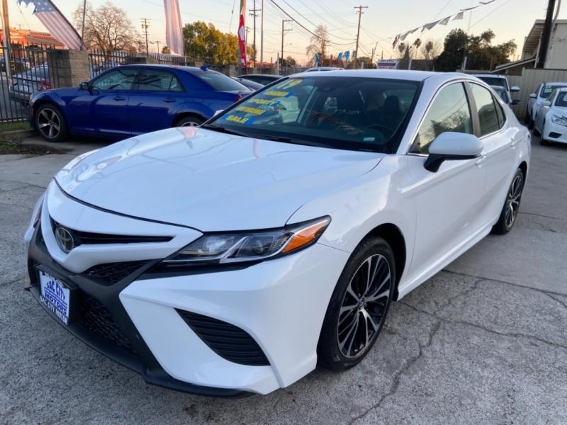 Toyota Camry SE 2019 price $21,999