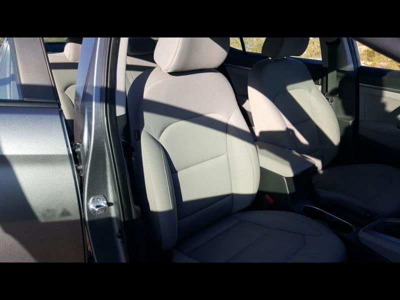 Hyundai Elantra SE 2.0L 6-Speed Automatic Transmission 2017 price $14,500