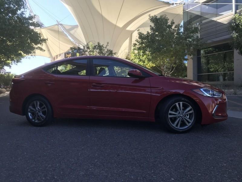 Hyundai Elantra SE 2.0L 6-Speed Automatic Transmission 2017 price $11,994