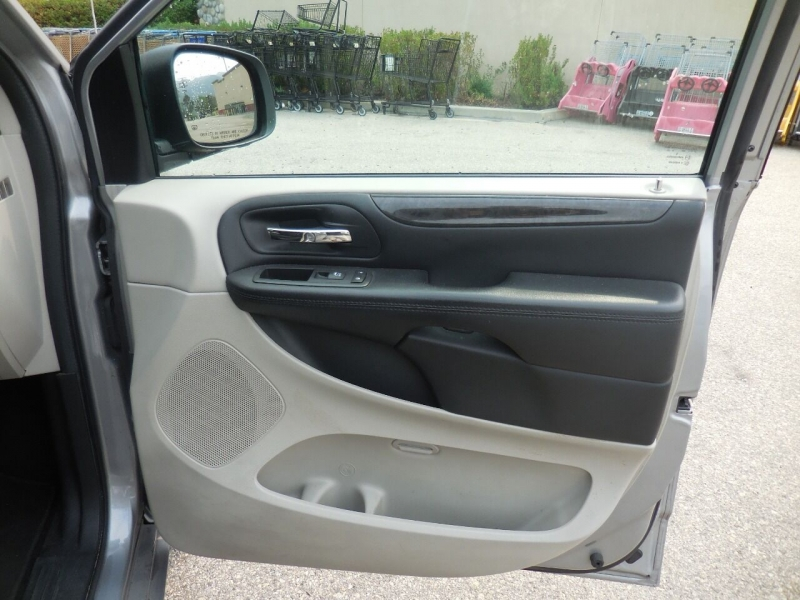 Dodge Grand Caravan 2016 price $10,350