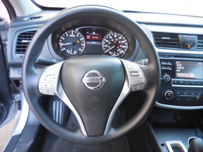Nissan Altima 2016 price $10,250