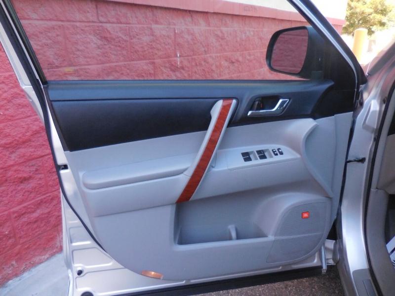 Toyota Highlander 2010 price $12,450