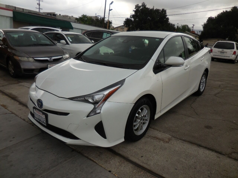Toyota Prius 2017 price $17,995