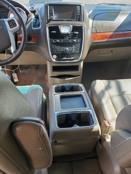 CHRYSLER TOWN & COUNTRY 2016 price $10,900