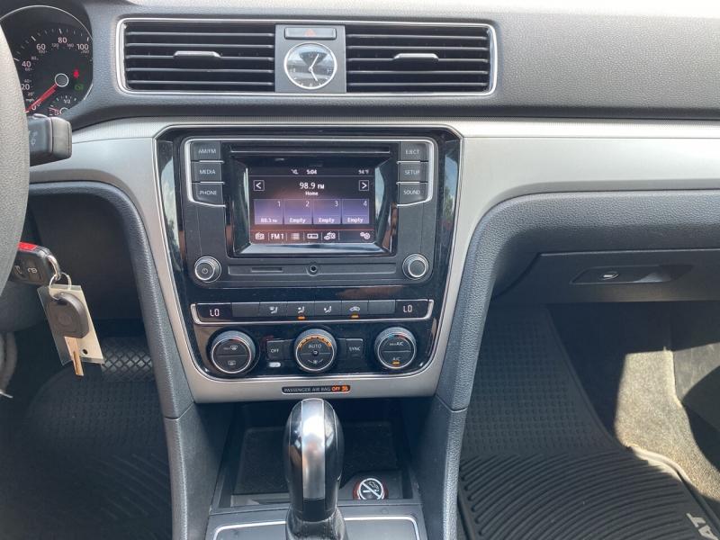 Volkswagen Passat 2016 price $14,110