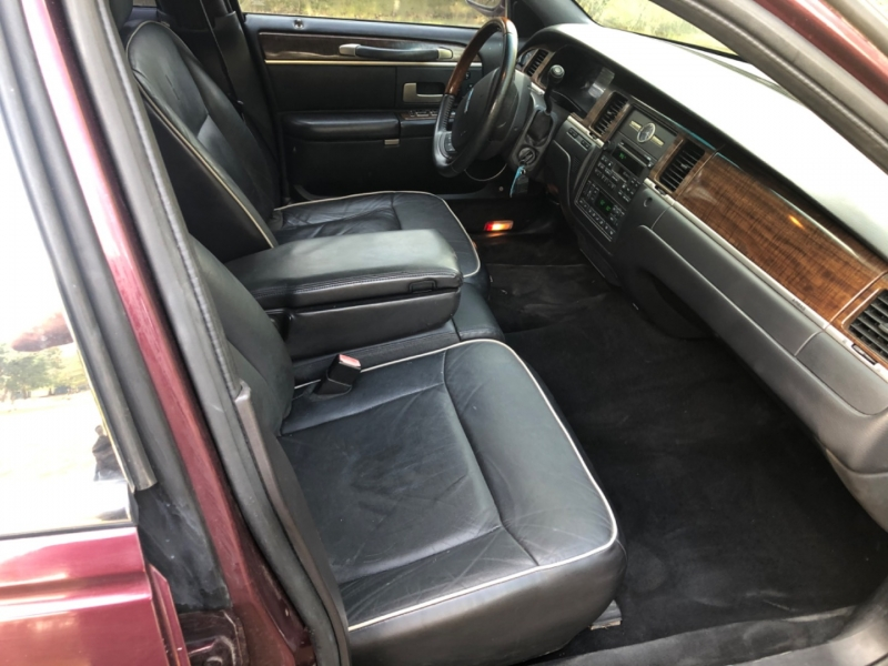 Lincoln Town Car 2007 price $4,900