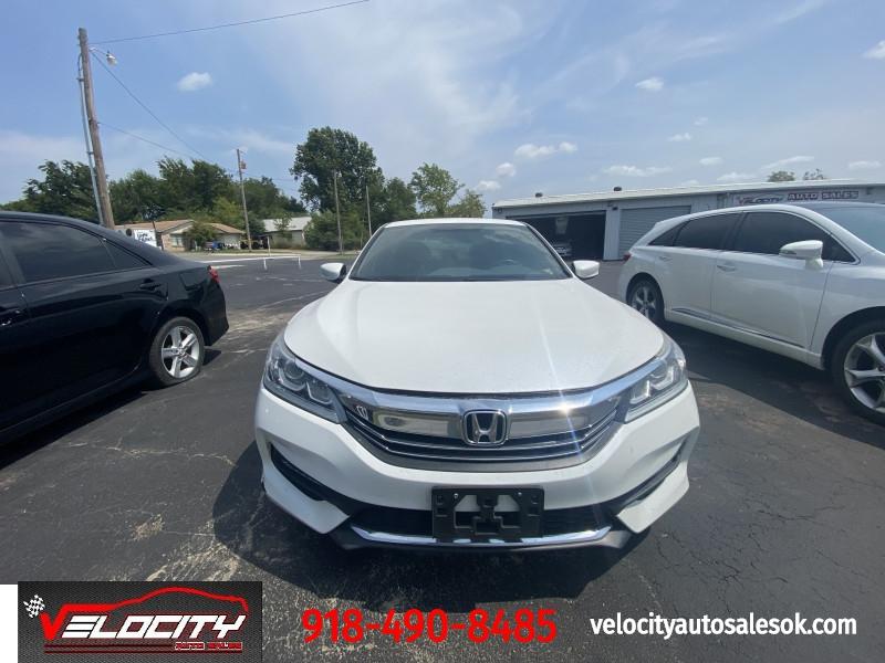 Honda Accord 2017 price $17,400