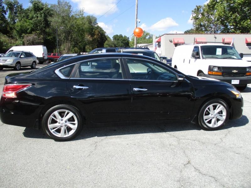 Nissan Altima 2015 price $12,495