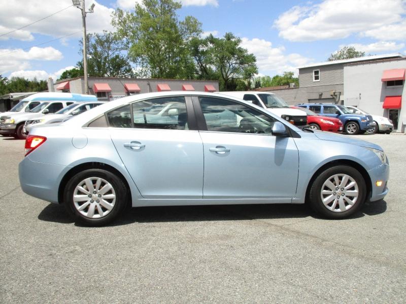 Chevrolet Cruze 2011 price $10,695
