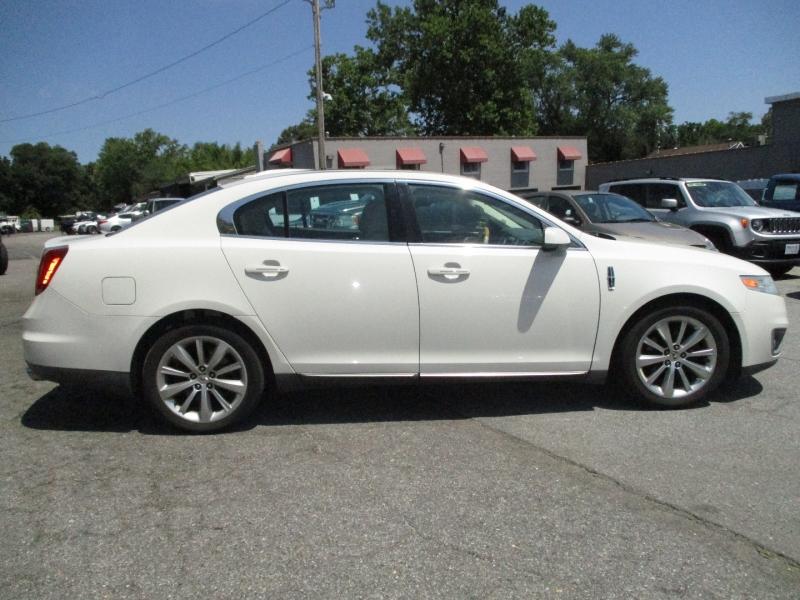 Lincoln MKS 2010 price $10,900