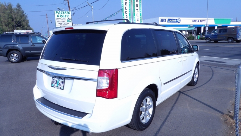 Chrysler Town & Country 2011 price $9,477