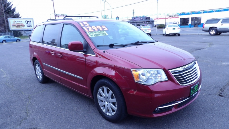 Chrysler Town & Country 2015 price $12,975