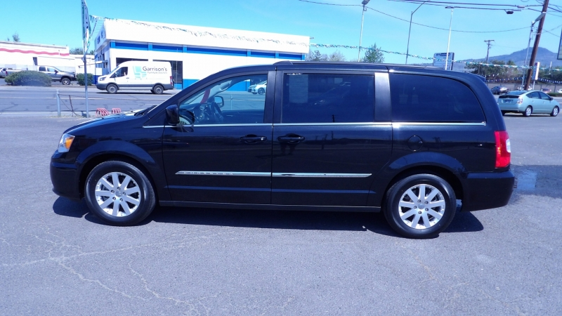 Chrysler Town & Country 2016 price $13,575