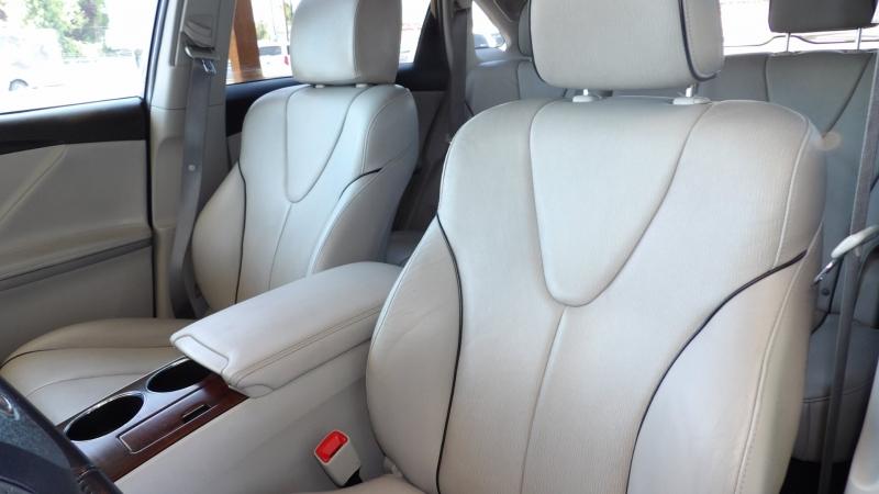 Toyota Venza 2010 price $12,875