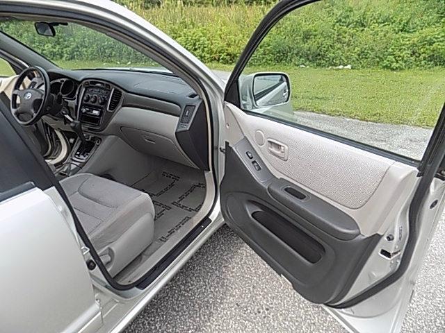 Toyota Highlander 2003 price $6,995