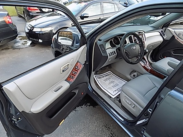 Toyota Highlander 2006 price $8,500