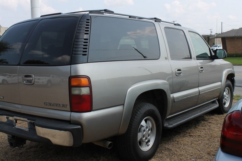 Chevrolet Suburban 2002 price $7,995