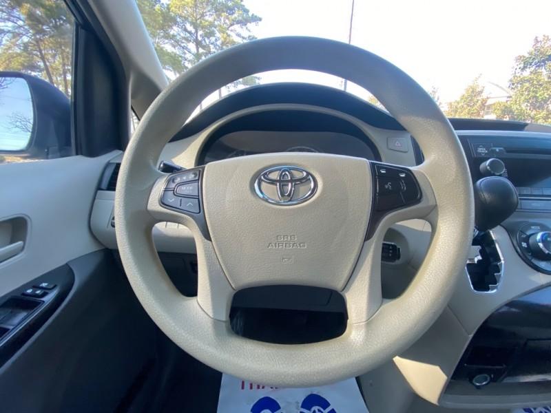 Toyota Sienna 2014 price $10,995