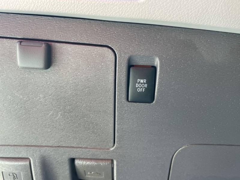 Toyota Sienna 2018 price $24,995