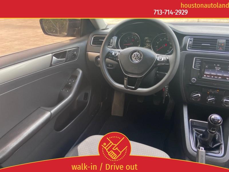 Volkswagen Jetta 2017 price $9,995