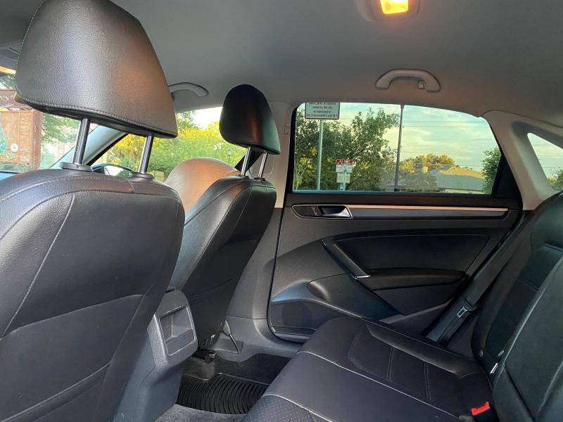 Volkswagen Passat 2017 price $13,287