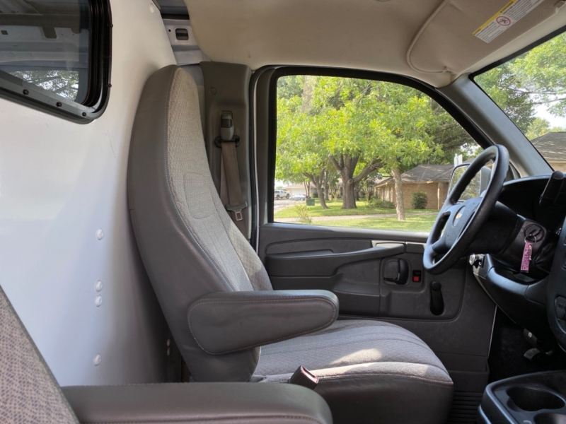 Chevrolet Express Cargo Van 2015 price $16,500