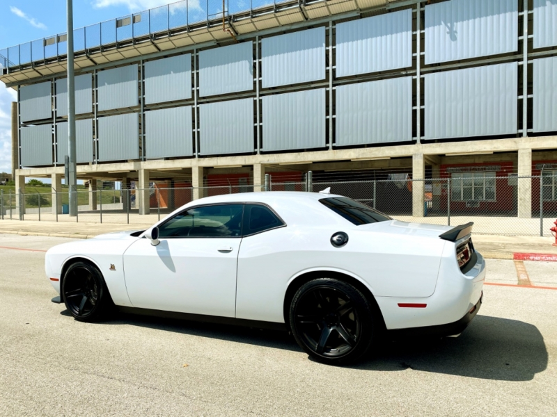 Dodge Challenger 2015 price $29,477