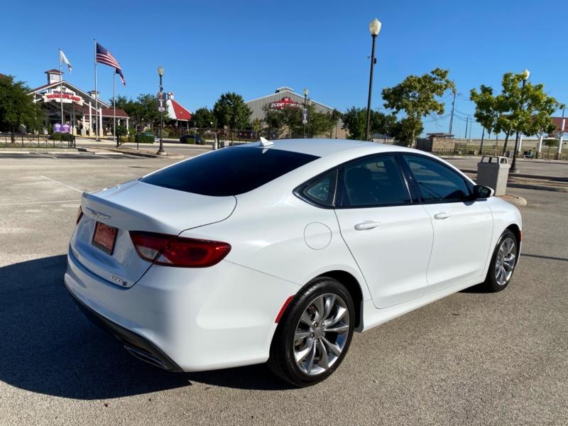 Chrysler 200 2015 price $10,997