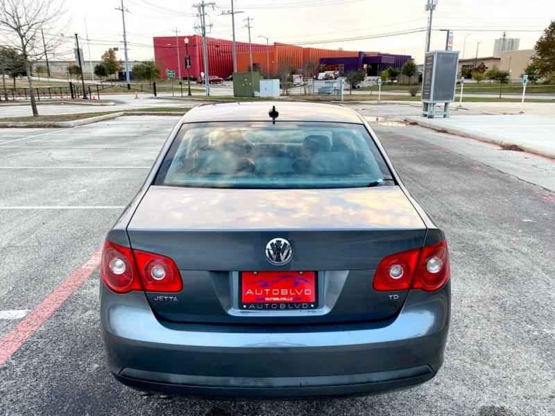 Volkswagen Jetta Sedan 2006 price $6,987